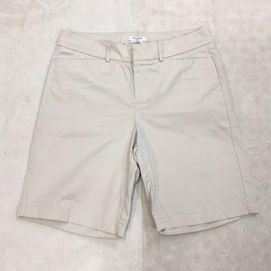 NWOT! Dockers Petite/ Ideal Fit Cream Dress Shorts